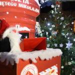 Skrzynka na listy do Świętego Mikołaja w chatce Mikołaja