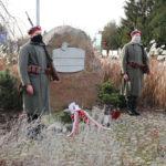 Warta przy kamieniu pamięci starszego strzelca Piotra Mocka, poległego powstańca z Mosiny
