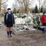 Warta ZHP przy grobie Piotra Mocka