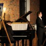 Pianista i śpiewak na scenie